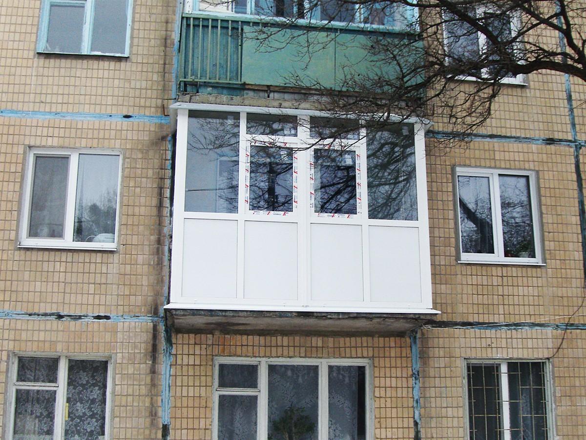 Балкон вид после остекления и окончания работ
