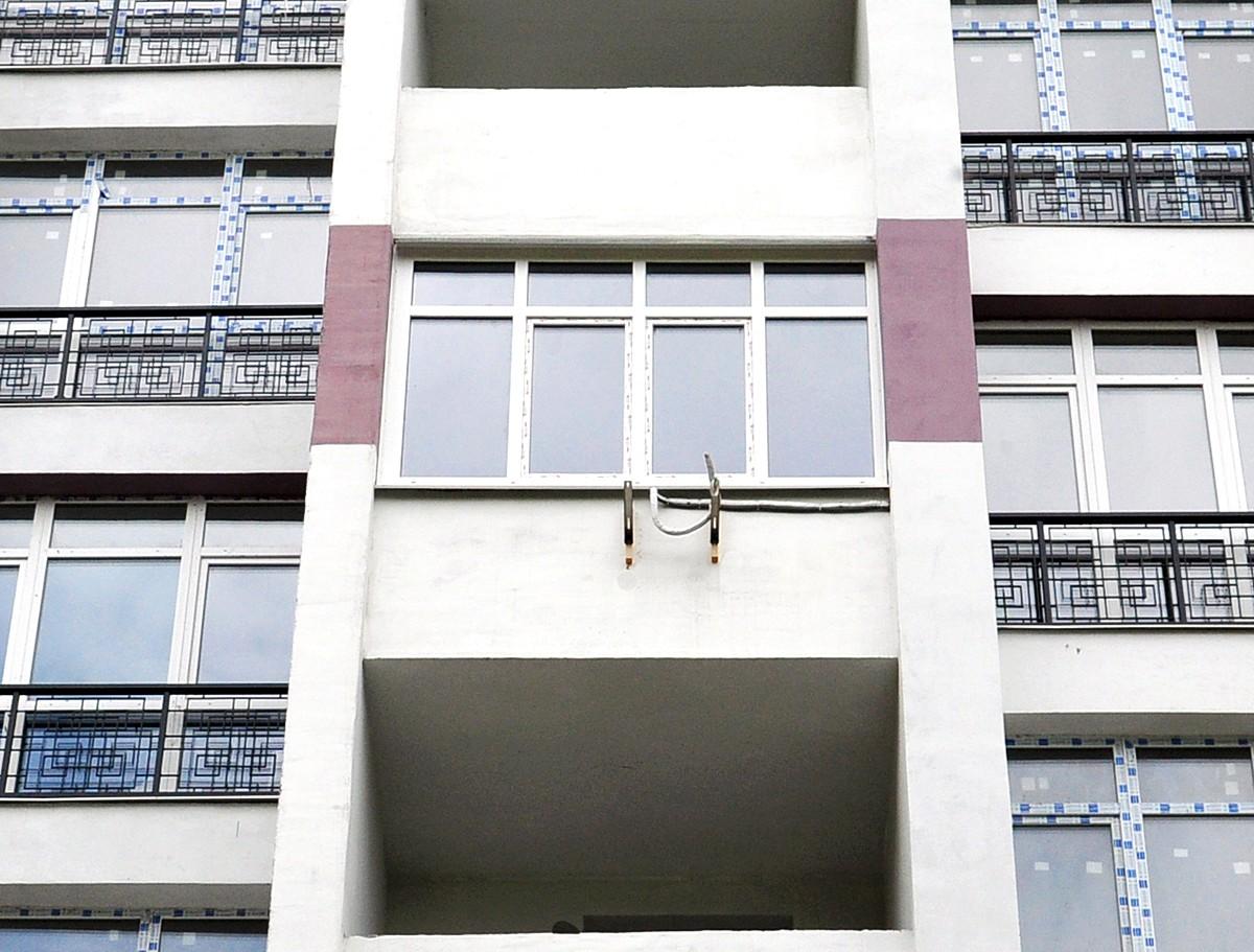 Балкон с современными пластиковыми окнами