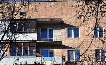 Остекление и ремонт балкона (до)