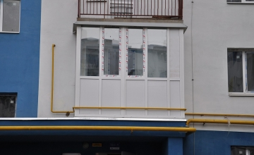 Остекление балкона (после, крупным планом)